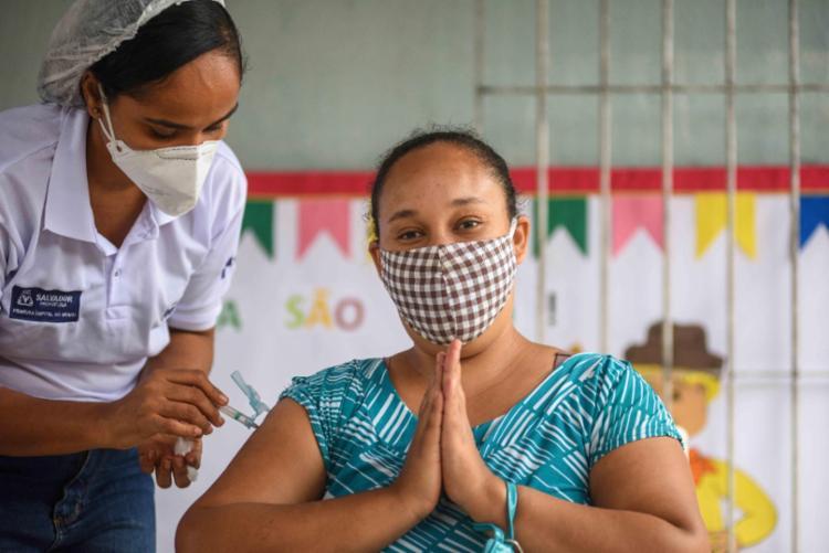 Mais de 1,2 milhão de soteropolitanos já receberam a primeira dose e 557 mil completaram o esquema vacinal   Foto: Bruno Concha   Secom - Foto: Bruno Concha   Secom