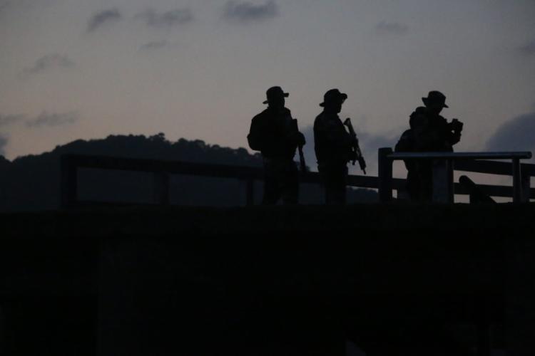 Grupo foi interceptado por equipes da PRF na BR-116 enquanto fugiam - Foto: Alberto Maraux / SSP
