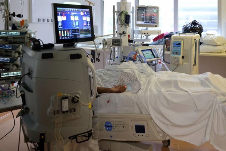 Robô ajuda a fazer triagem de pacientes com covid-19 | Foto: Richard Bouhet | AFP - Foto: Richard Bouhet | AFP