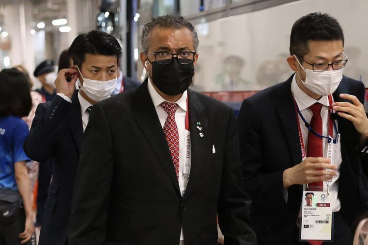 O diretor-geral Tedros Adhanom pediu para se inspirar no espírito olímpico de unidade e fraternidade para combater a pandemia até o fim | Foto: Leon Neal | AFP - Foto: Leon Neal | AFP