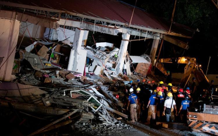Em 2019, um terremoto de magnitude 6,1 atingiu o país e fez um prédio desabar   Foto: Noel Celis   AFP - Foto: Noel Celis   AFP