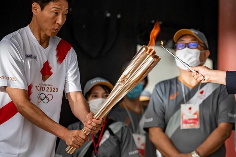 Cerimônia foi realizada em estádio vazio, depois que o Japão e os organizadores decidiram banir os espectadores da maioria dos eventos esportivos por medo da Covid-19 | Foto: Philip Fomg | AFP - Foto: Philip Fomg | AFP