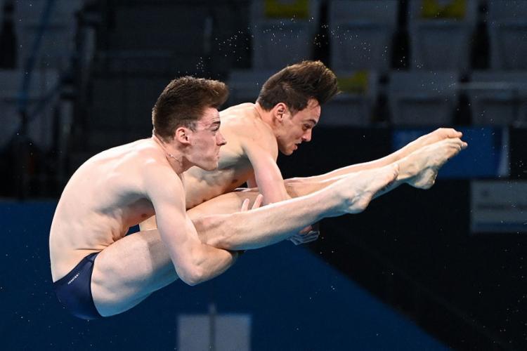 O saltador inglês conquistou seu primeiro ouro olímpico, junto com Matty Lee na plataforma de 10 metros | Foto: Attila Kisbenedek | AFP - Foto: Attila Kisbenedek | AFP