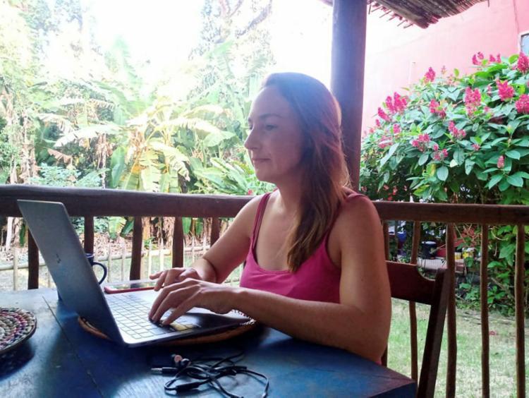Susan está em teletrabalho em Itacaré desde outubro | Foto: Sarah Branco | Divulgação
