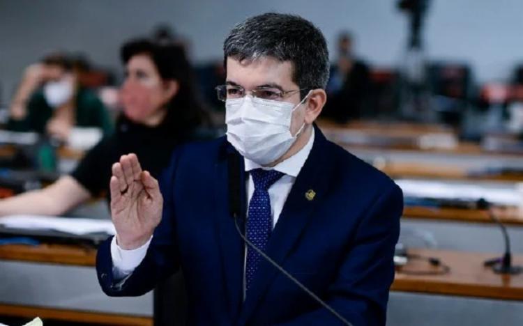 Na publicação, Bolsonaro acusa Randolfe não apenas de querer