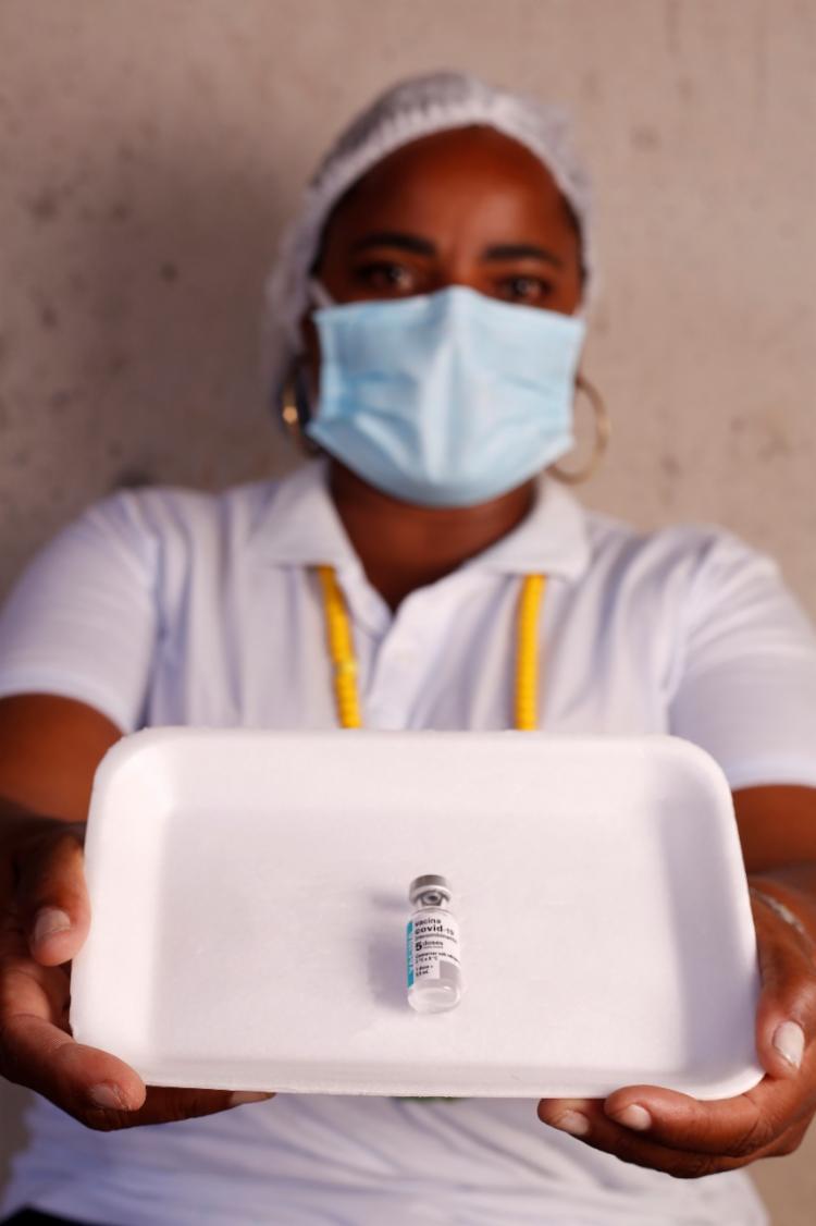 Vacinadora Andrea Santos relatou que o número de casos de pessoas que tentam escolher o imunizante recebido tem sido alto