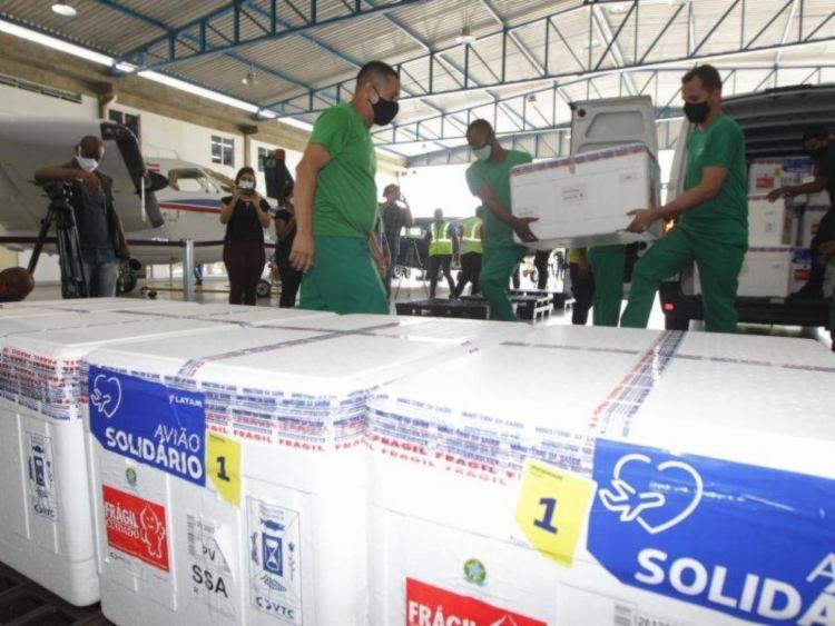Estados que enfrentaram ou que ainda enfrentam essa suspensão vão receber uma quantia maior de imunizantes contra o novo coronavírus, como é o caso da Bahia | Foto: VTCLog - Foto: Divulgação | VTCLog