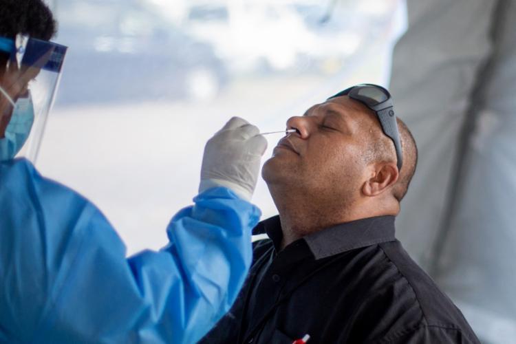 Mesmo com a variante mais resistente, os anticorpos em geral conseguem neutralizar o vírus   Foto: Leon Lord   AFP - Foto: Leon Lord   AFP