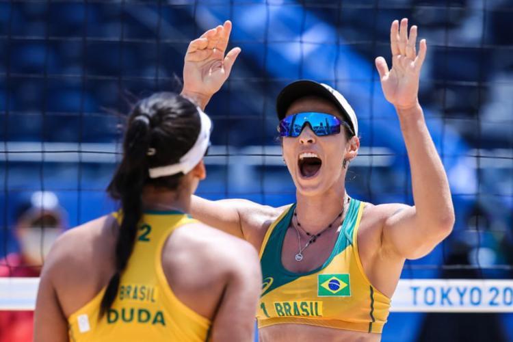 As brasileira venceram por 2 sets a 0 (21/19 e 21/11) | Foto: Wanderley Roberto | COB - Foto: Wanderley Roberto | COB