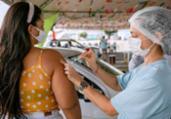 Camaçari tem marca de 100 mil vacinados com 1ª dose | Tiago Pacheco