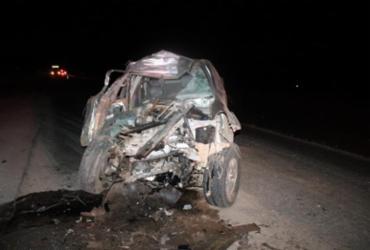 Motorista de caminhonete morre em colisão com carreta