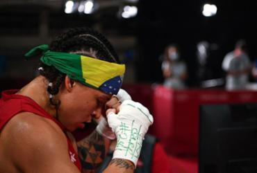 Pai da baiana Bia Ferreira dá dicas para combate pela medalha de ouro | Luis Robayo | AFP