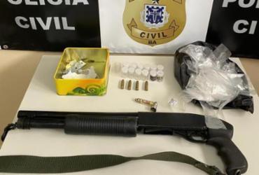 Companheira de suspeito de tráfico é presa com arma e maconha em Itabuna