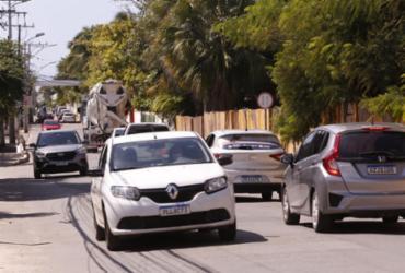 Crescimento acelerado engarrafa trânsito de Buraquinho e atrapalha vida de moradores | Olga Leiria | Ag. A TARDE