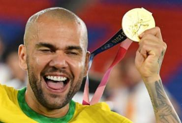 Recordista de títulos na história, baiano Daniel Alves vibra com ouro olímpico | Tiziana Fabi | AFP