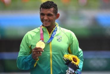 Próximo de ser um dos maiores medalhistas do Brasil, Isaquias fala em simplicidade | Philip FONG / AFP
