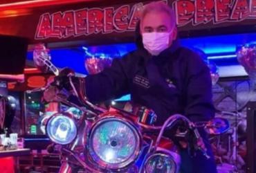 """Montado em moto, Queiroga diz estar indo """"entregar vacina""""   Reprodução"""