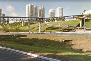 Homem cai de passarela após tentativa de assalto | Reprodução | Google Street View