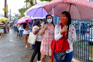 Pontos de vacinação em Salvador registram filas intensas nesta segunda | Shirley Stolze | AG. A TARDE
