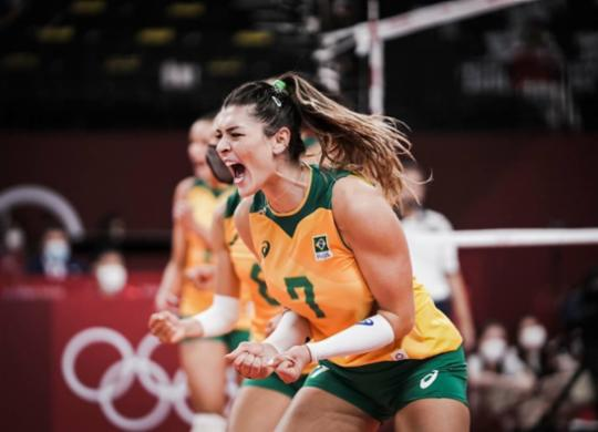 Brasil sofre susto, mas vira contra Rússia e avança à semifinal   Divulgação   Volleyball World