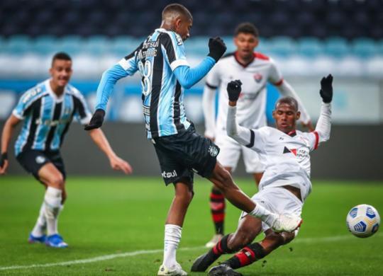 Vitória volta a perder para o Grêmio e se despede do mata-mata nas oitavas | Lucas Uebel | Grêmio FBPA