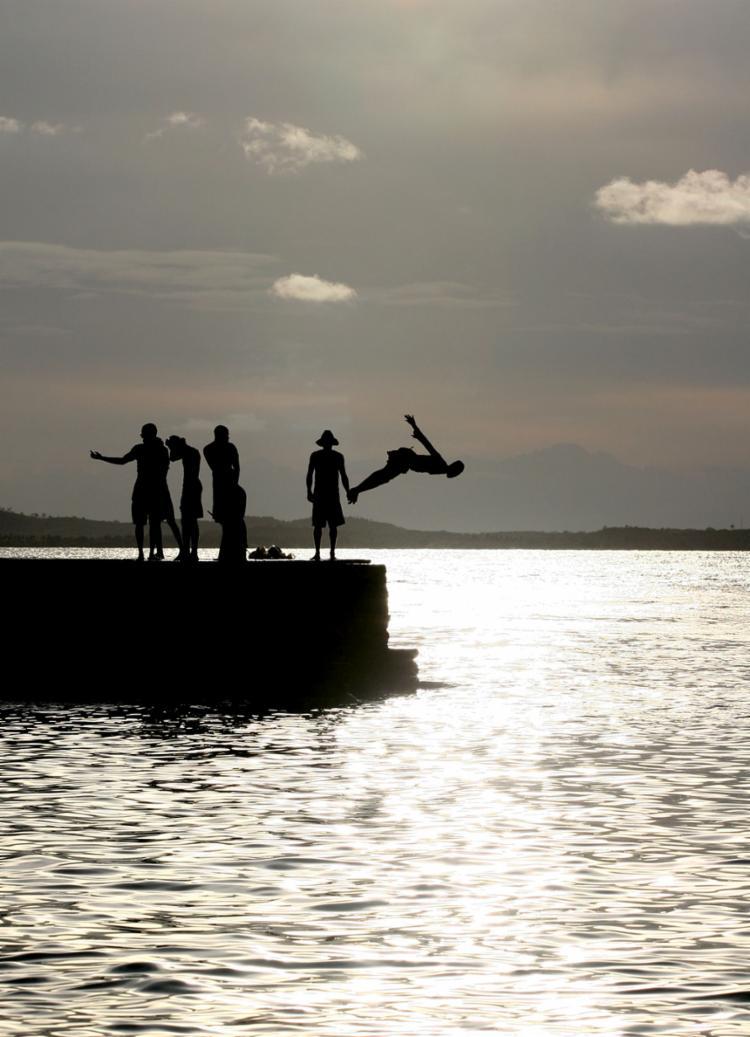 Poesia fotográfica de Xando Pereira em um mergulho nas águas do Porto da Barra
