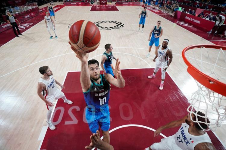 Jogo entre França e Eslovênia foi bastante disputado   Foto: Charlie NeiberGall   POOL   AFP