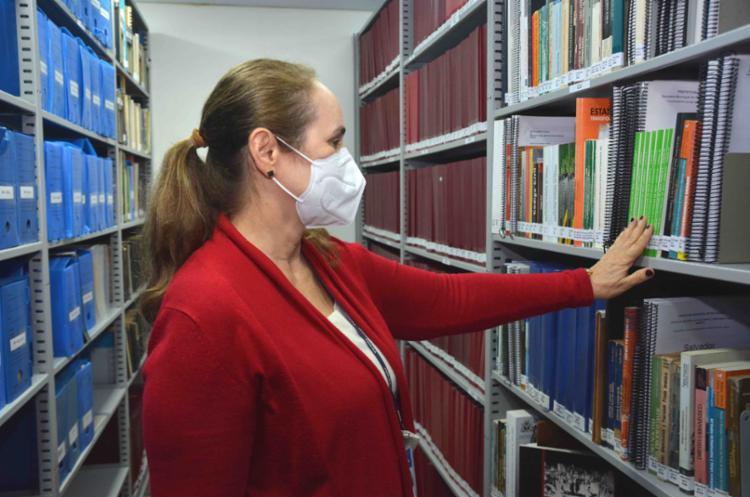 Biblioteca fica no prédio da Secretaria de Infraestrutura, no Comércio | Otavio Santos/ Divulgação - Foto: Foto: Otavio Santos/ Divulgação