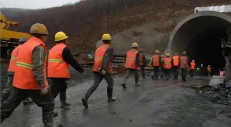 Equipes de resgate trabalham no local; Não há informações sobre o estado de saúde das pessoas no subsolo - Foto: Xinhua Province