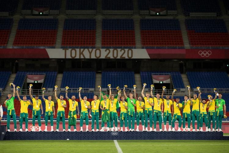 Por ordem da CBF, jogadores utilizaram agasalhos amarrados na cintura   Foto: Lucas Figueiredo   CBF - Foto: Lucas Figueiredo   CBF