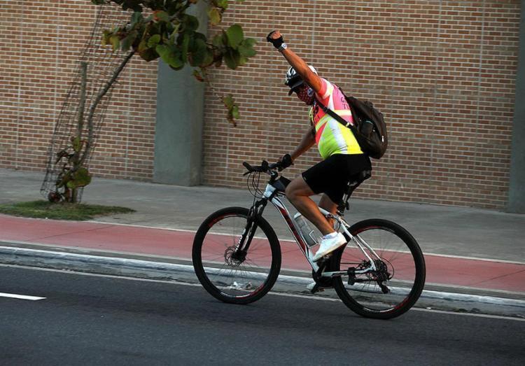 Hoje, Dia Nacional do Ciclista, é a oportunidade de contribuir para salvar vidas, mediante o apelo à virtude da prudência   Foto: Felipe Iruatã   Ag A TARDE   17.8.2020 - Foto: Felipe Iruatã   Ag A TARDE   17.8.2020