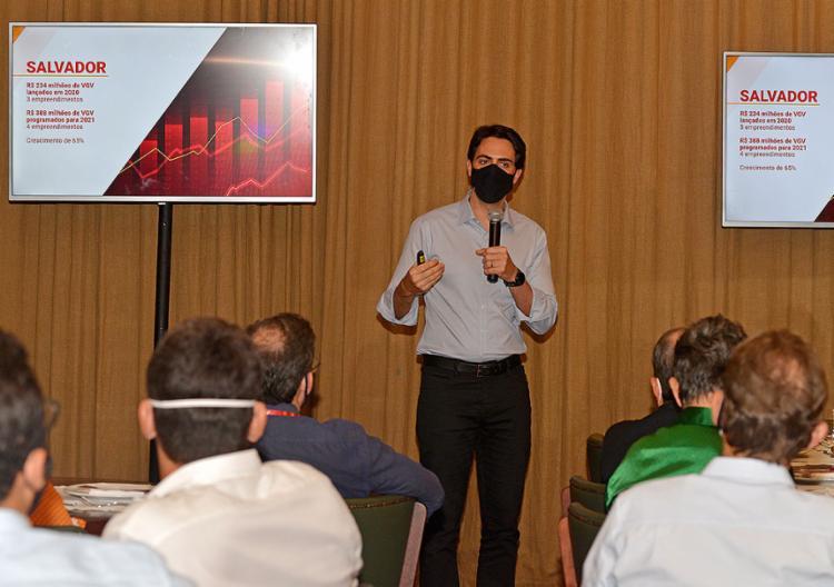 CEO da Moura Dubeux Engenharia, Diego Villar, apresentou resultados e projeções de investimentos em 2021 | Foto: Shirley Stolze | Ag. A TARDE | 5.8.2021 - Foto: Shirley Stolze | Ag. A TARDE | 5.8.2021