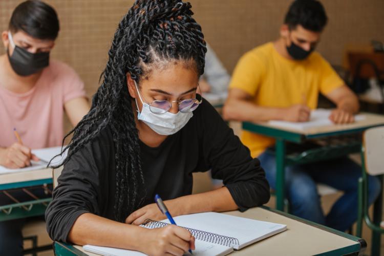 A prova é realizada por estudantes que não concluiu os estudos na idade apropriada. - Foto: Divulgação