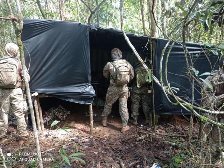 Esconderijo foi localizado em uma área de mata | Foto: Divulgação/ SSP - Foto: Divulgação/ SSP