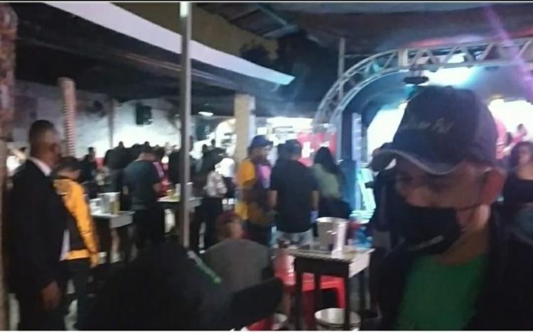 Participantes da festa não estavam utilizando máscara ou fazendo distanciamento | Foto: Divulgação | Prefeitura de Feira de Santana - Foto: Divulgação | Prefeitura de Feira de Santana