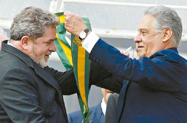 Fernando Henrique Cardoso passa faixa presidencial a Lula em 2002 | Foto: Reprodução - Foto: Reprodução