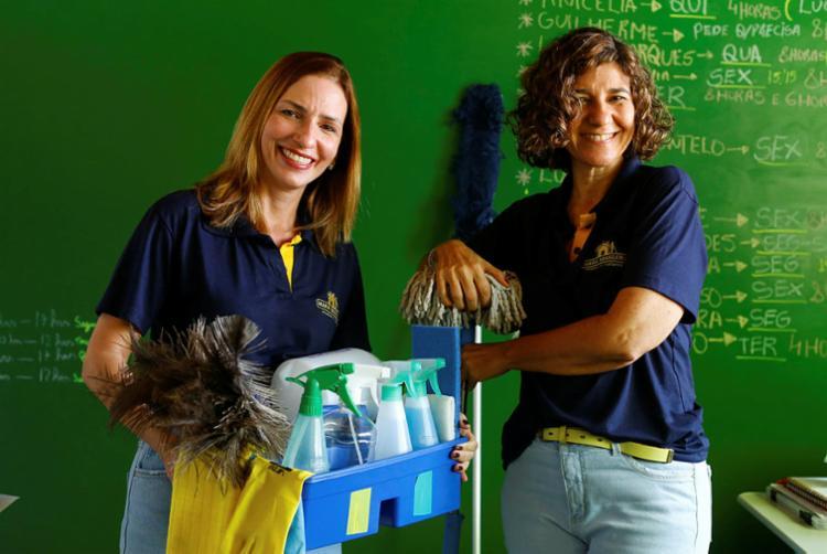 Clarissa e Daniella são sócias em uma franquia de limpeza | Foto: Rafael Martins | Ag. A TARDE - Foto: Rafael Martins | Ag. A TARDE