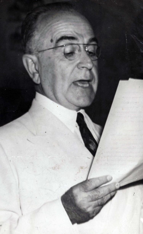 O presidente Getúlio Vargas durante um de seus famosos discursos | Foto: Cedoc A TARDE - Foto: Cedoc A TARDE