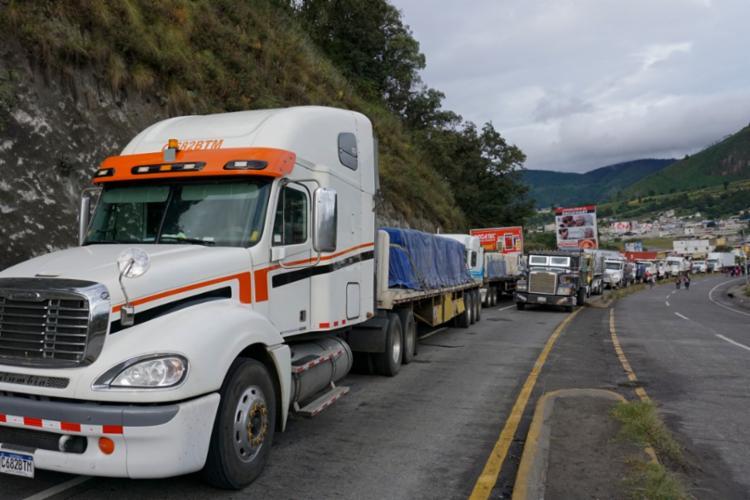Os manifestantes bloquearam o tráfego de veículos em estradas   Foto: Johan Ordonez   AFP - Foto: Johan Ordonez   AFP