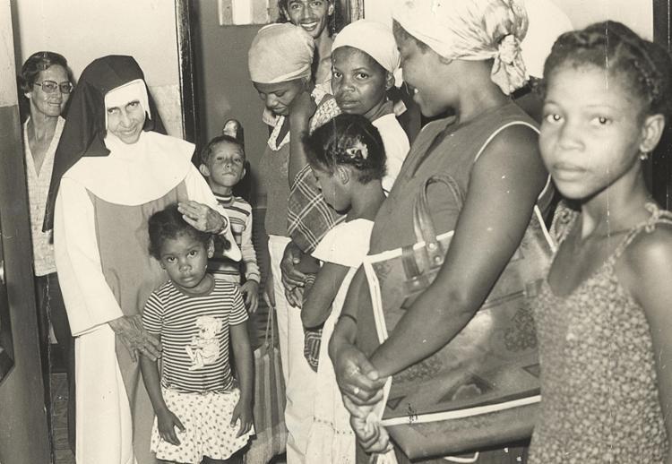 Carinhosamente chamada de Anjo Bom da Bahia, Santa Dulce acolheu a todos   Foto: Cedoc A TARDE   27.05.1981 - Foto: Cedoc A TARDE/ 27.05.1981
