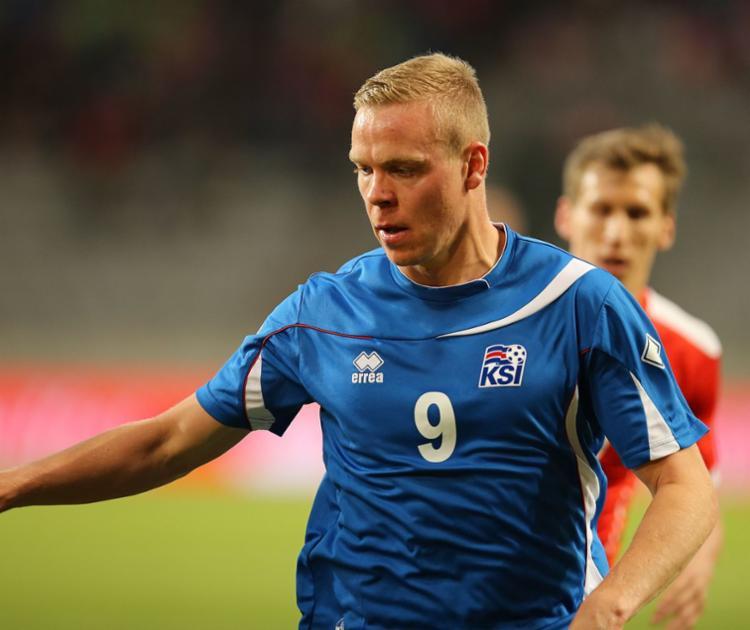 A mulher não revelou o nome do jogador, mas meios de comunicação islandeses apontaram Sigthorsson, que jogou por Ajax e Nantes | Foto: Reprodução | Twitter - Foto: Reprodução | Twitter