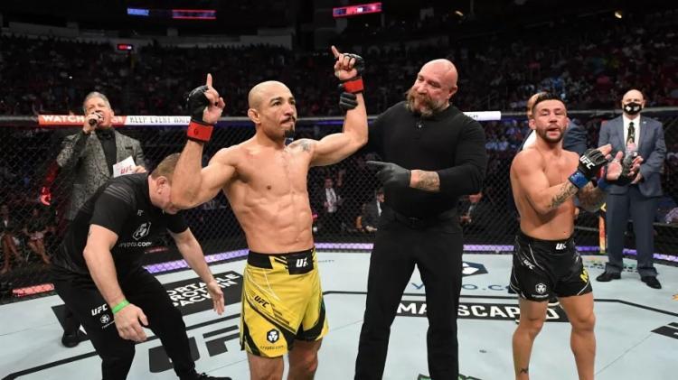 Preciso nos ataques, golpes de encontro e contra ataques, Aldo minou o oponente desde o primeiro assalto - Foto: Reprodução | UFC