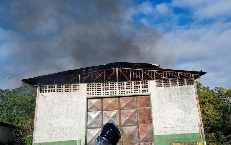 Chamas foram controladas por bombeiros | Foto: Reprodução | TV Bahia - Foto: Reprodução | TV Bahia