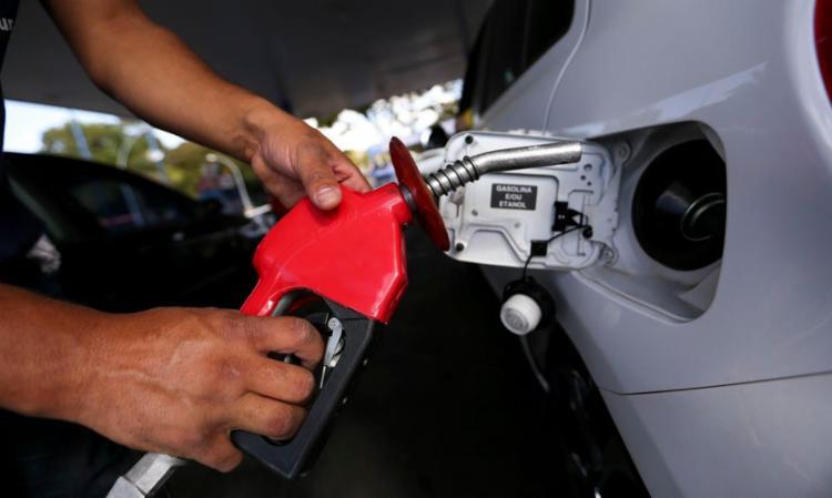 Gestores alegam não ter promovido aumento no imposto nos últimos 12 meses, enquanto o valor da gasolina aumentou mais de 40% - Foto: Marcelo Camargo   Agência Brasil