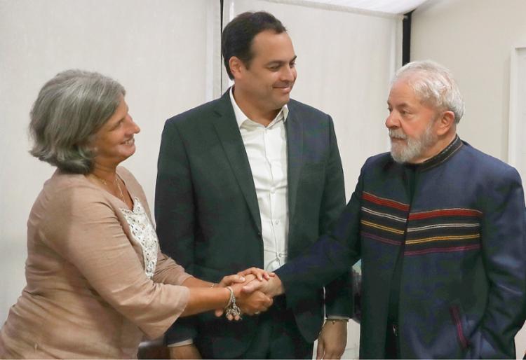 Lula com Renata Campos, esposa de Eduardo Campos e mãe de João Campos, e o governador de Pernambuco, Paulo Câmara   Foto: Ricardo Stuckert - Foto: Ricardo Stuckert