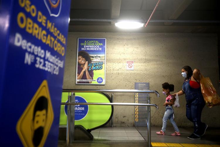 Uso de máscara em locais públicos ainda é obrigatório no estado | Foto: Felipe Iruatã | Ag. A TARDE | 27.4.2020 - Foto: Felipe Iruatã | Ag. A TARDE | 27.4.2020