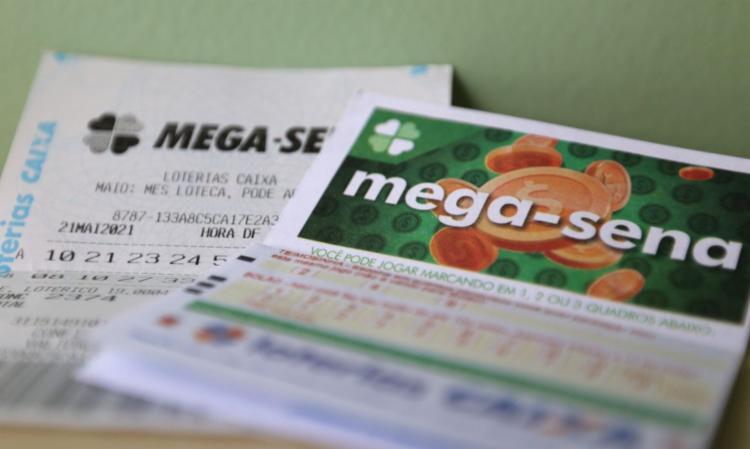 Valor da aposta mínima, com seis dezenas marcadas, custa R$ 4,50   Foto: Tânia Rêgo   Agência Brasil - Foto: Tânia Rêgo   Agência Brasil