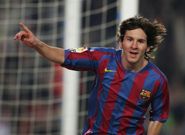 Com 17 anos, três meses e 22 dias, Messi estreou pela equipa principal do Barça | Fotos: AFP - Foto: Lluis Gene | AFP