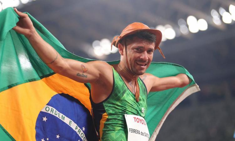 Na mesma prova, carioca Washington Júnior conquistou o bronze   Reprodução Twitter   Central Paralímpica - Foto: Reprodução Twitter   Central Paralímpica