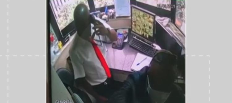 O fato foi registrado por uma câmera de segurança | Foto: Reprodução | Redes Sociais - Foto: Reprodução | Redes Sociais